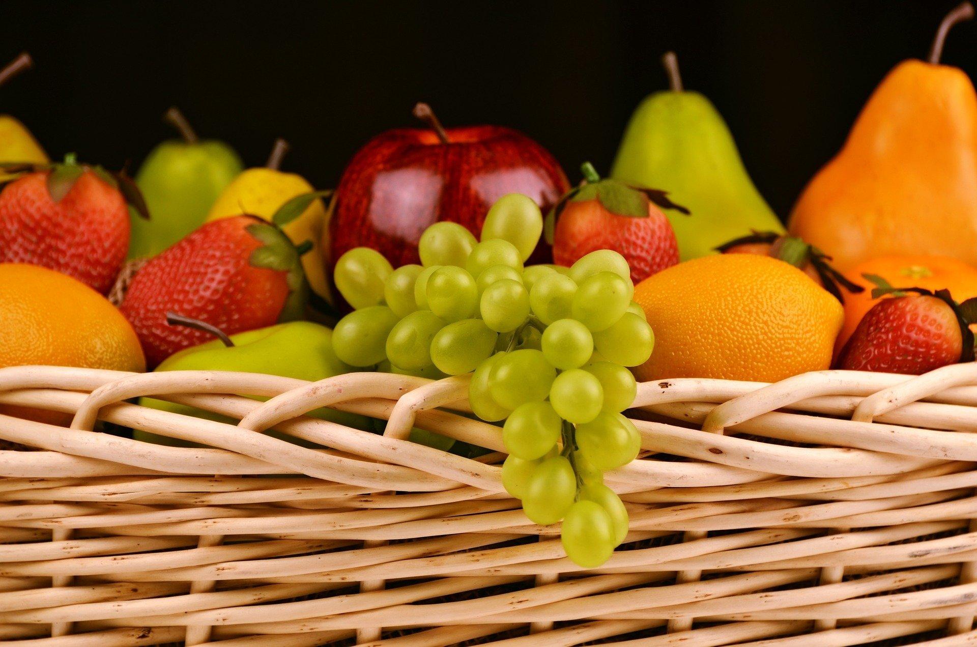 fruit-basket-1114060_1920
