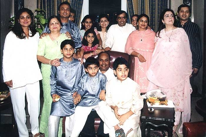 1387365768-mukesh-ambanis-family-photos-52b1853e99581
